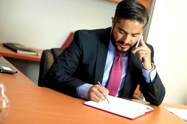 Dowiedz się co robi i jakie kompetencje ma notariusz